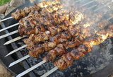 Žaibiškai plinta naujas šašlykų marinatas: mėsa bus sultinga kaip niekada
