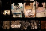 Anglijos lietuviams didėja atlyginimai, automobilių ir kiti mokesčiai