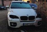 """E. Daniūtė apie vandalų nuniokotą naują automobilį """"BMW X6"""": gal visiems reikėtų opeliais važinėtis?"""