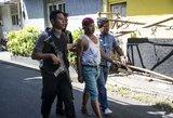 Nufilmuotas šiurpus išpuolis: prie policijos susiprogdino motociklu važiavę vyras ir moteris