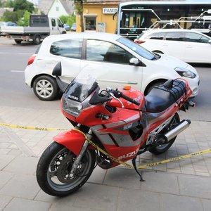Policijos operatyvininkai susidūrė su motociklininku