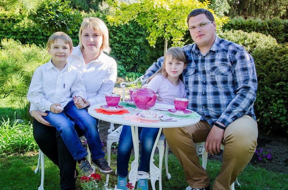 Gryta ir Mindaugas Šedžiai su dukra Kotryna ir sūnumi Eligijum. (Asmeninio archyvo nuotr.)