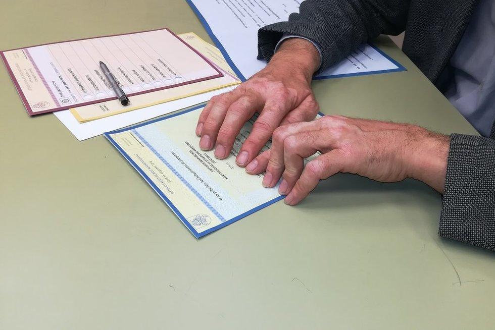 Neregiai rinkimuose pirmą kartą gali balsuoti visiškai savarankiškai. Audronės Gendvilienės nuotr.