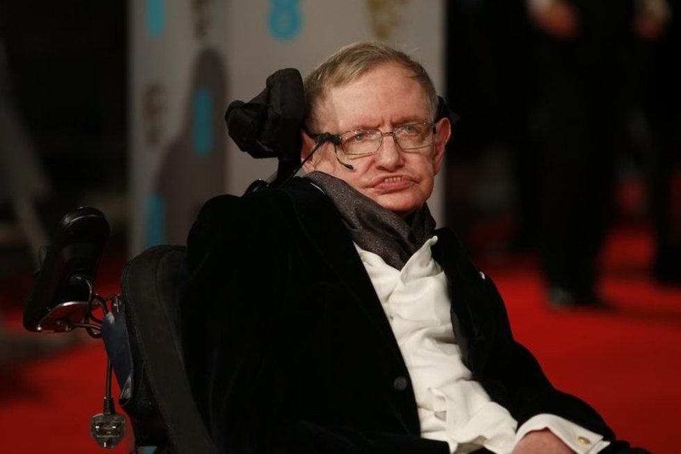Stepheno Hawkingo perspėjimas žmonijai: žiūrėkit į dangų, nes dar vieno tūkstančio metų žemėje neišgyvensim (nuotr. SCANPIX)