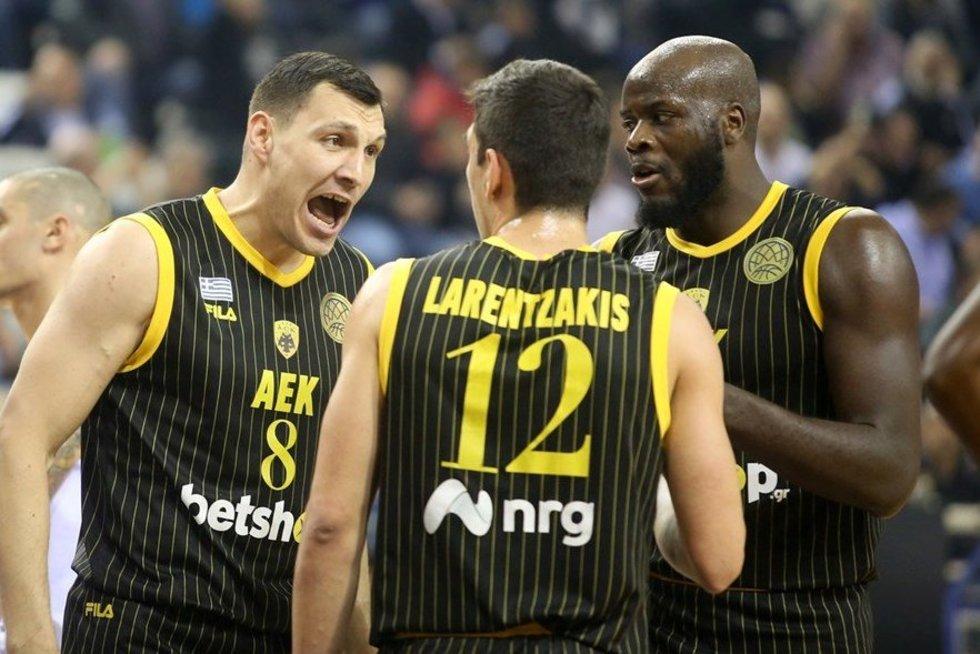 Jonas Mačiulis ir AEK komanda (nuotr. FIBA Europe)
