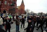 """Juokas pro ašaras: Maskvoje sulaikyti šeši demonstrantai, laikę """"nematomą plakatą"""""""