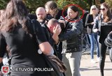 Policija skelbia agresyvaus baikerio paiešką: sumušė žmogų ir spruko