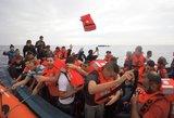 Į Britaniją per Lamanšą plūsta pabėgėliai