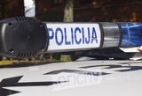 Žiaurus užpuolimas: kaukėti vyrai talžė vairuotoją, niokojo automobilį