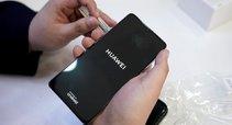 """""""Huawei"""" košmaras tęsiasi: smūgiai ateina iš visur (nuotr. SCANPIX)"""