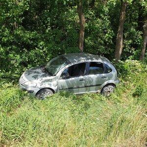 Marijampolė - Vilkaviškis automobilis Citroen nuvažiavo į griovį