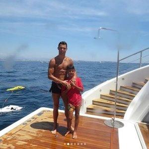 Ronaldo dienos rojuje: prabangi jachta, Jordano draugija ir aistringos scenos