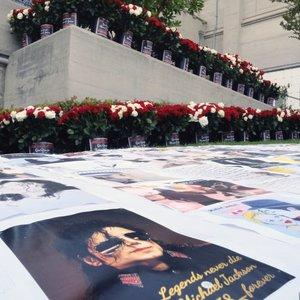 Popmuzikos pasaulis gedi: mini Michaelo Jacksono mirties metines