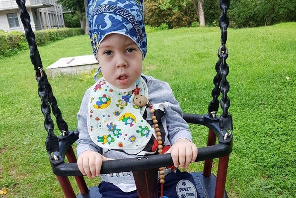 Kaunietės Simonos Germonienės sūnui Viliui nustatyta reta nervų ir raumenų liga. Asmeninio archyvo nuotr.
