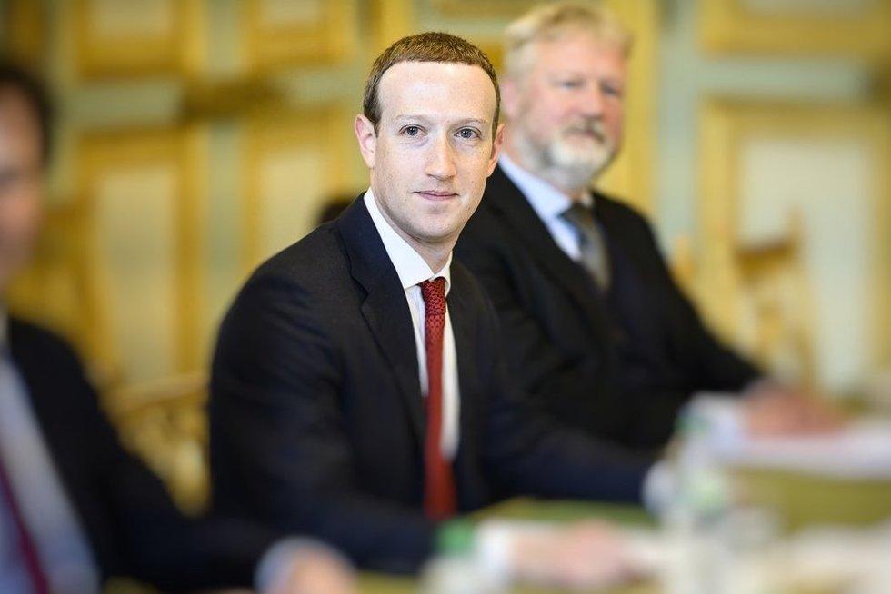 """Byrantis """"Facebook"""" pasaulis: ar atėjo metas skirtis? (nuotr. SCANPIX)"""