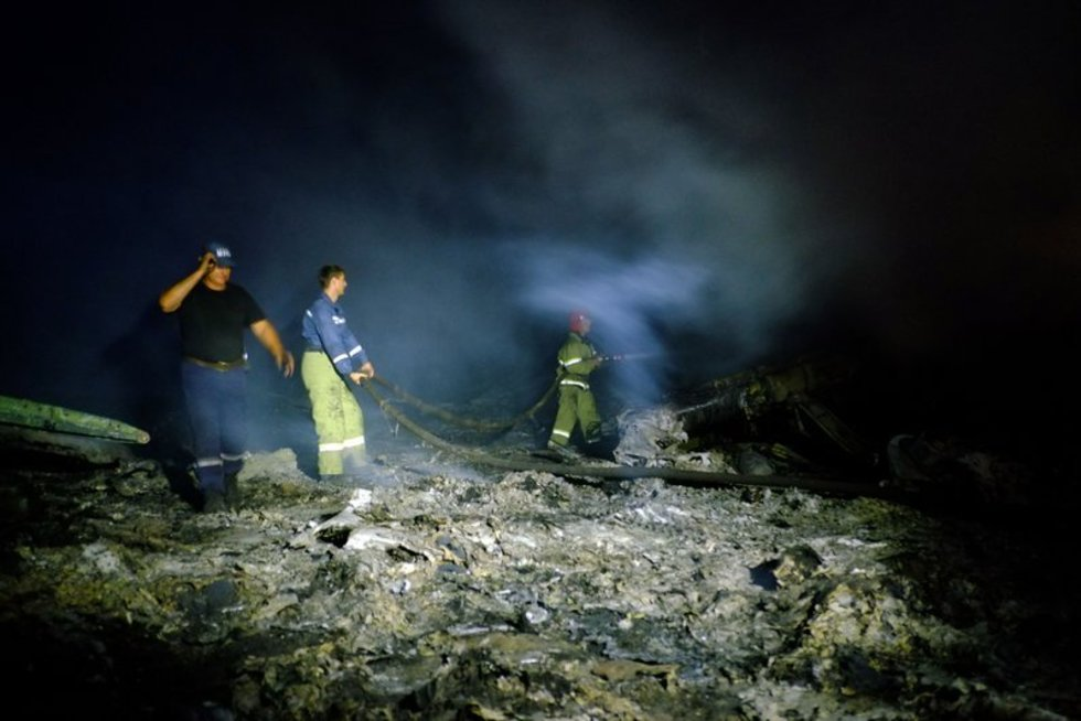 Šokiruojantys vaizdai lėktuvo katastrofos vietoje Rytų Ukrainoje (nuotr. SCANPIX)