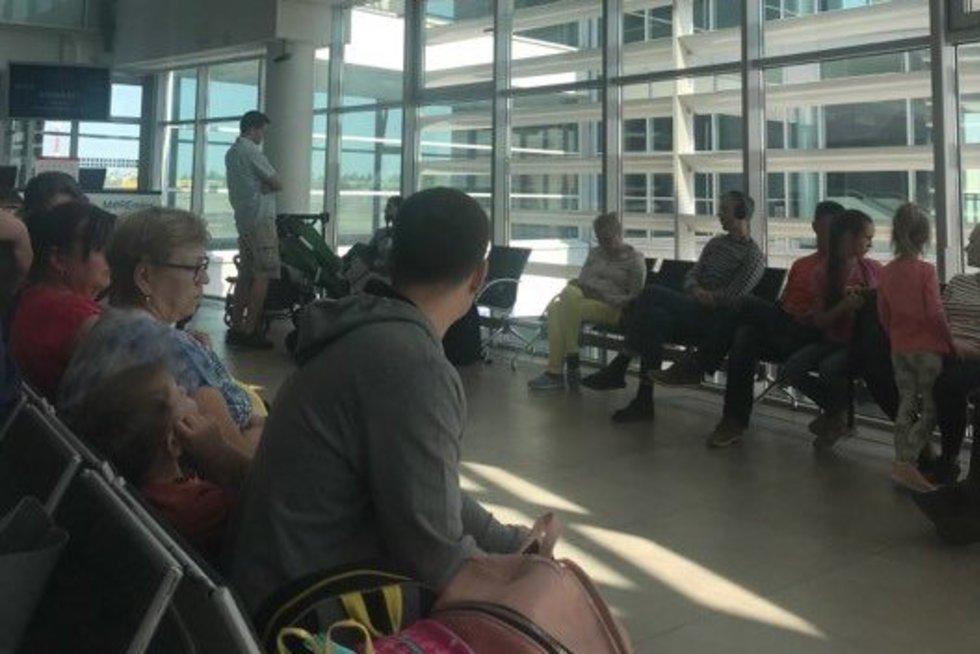 Keleiviai oro uoste (nuotr. skaitytojo)