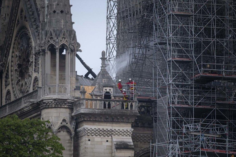Paryžiuje Dievo Motinos katedra (nuotr. SCANPIX)