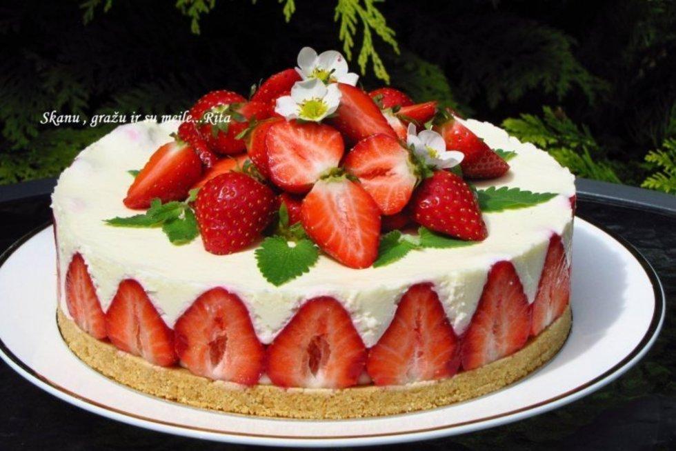 Nekeptas varškės ir braškių tortas (http://www.ritosreceptai.lt/)
