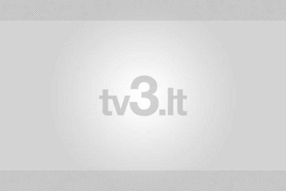 L. Asadauskaitė įteikia premerjui auksinę špagą (nuotr. Balsas.lt/Ruslano Kondratjevo)