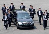Šios nuotraukos tampa istorija: į susitikimą atgabentas Šiaurės Korėjos lyderis