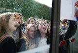 Moksleiviai kilo į kovą su ilgesniais mokslo metais: nebetveria karščio klasėse