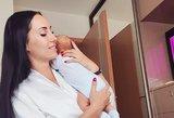 """Motinyste besidžiaugianti G. Lebedeva atrodo nepriekaištingai: """"Patys laimingiausi tėveliai"""""""