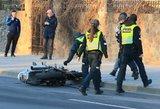 Vilniuje motociklininkas rėžėsi į BMW ir pateko į medikų rankas