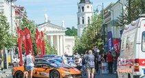 """""""Aurum 1006km"""" lenktynių paradas sostinės Gedimino pr. (nuotr. Organizatorių)"""