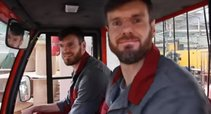 Specialybę pakeitę broliai Lavrinovičiai sunkiai dirba 24 valandas per savaitę (nuotr. YouTube)