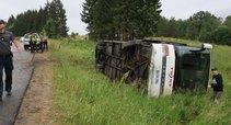Vilniaus rajone apsivertė autobusas (nuotr. Broniaus Jablonsko)