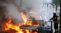 Smurto protrūkis Hamburge: minia susirėmė su policija, miestą užtvindė padegtų automobilių dūmai (nuotr. SCANPIX)