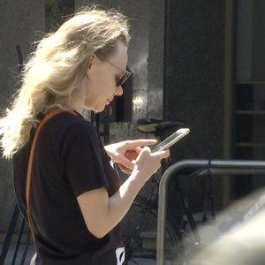 Telefonai gatvėse kelia pavojų
