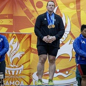 Vyras moters kūne: lytį pakeitęs atletas skina auksą, bet rausta nuo kritikos