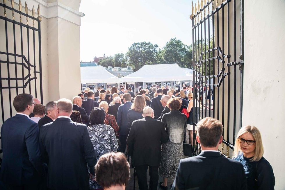 Iškilmingo priėmimo Lietuvos Respublikos Prezidento rūmų vidiniame kieme svečiai (nuotr. Mariaus Strumilo)