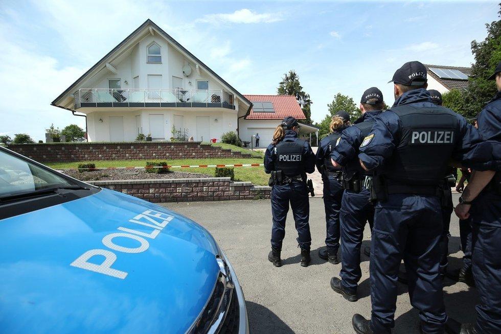 Politikas buvo nušautas iš nedidelio atstumo savo namų terasoje Kaselyje (nuotr. SCANPIX)