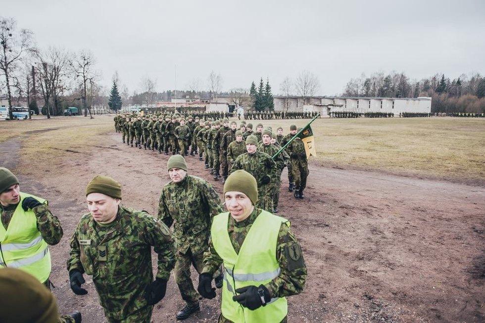 Nepriklausomybės atkūrimo dieną kariai ir moksleiviai pažymėjo bėgimu aplink Ruklą (nuotr. kpt. Andriaus Dildos ir vyr. eil. Pauliaus Čilinsko)