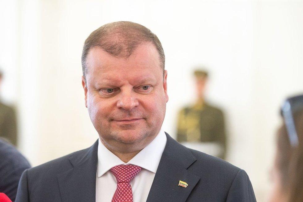 Saulius Skvernelis perdavė Vyriausybės įgaliojimus Gitanui Nausėdai (nuotr. fotodiena/Justino Auškelio)