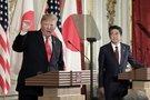 JAV prezidentas Donaldas Trumpas ir Japonijos ministras pirmininkas Shinzo Abe (nuotr. SCANPIX)
