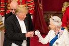 Donaldas Trumpas ir karalienė (nuotr. SCANPIX)