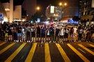Honkonge protestuotojai susikibo į žmonių grandinę, praėjus 30 metų nuo Baltijos kelio (nuotr. SCANPIX)