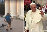 Prieš popiežiaus vizitą Lietuvoje – vandalai nusitaikė į jo atvaizdą