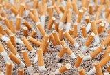 Cigaretes slėps po prekystaliu: rūkymas supriešino ir politikus