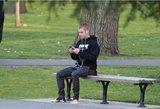 Emocinė krizė? Justinas Bieberis miestą apžiūrinėjo be batų