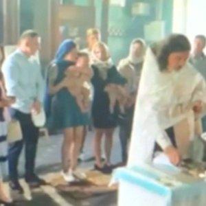 Tikru košmaru pavirtusios vaikelio krikštynos: dvasininko elgesys šokiravo