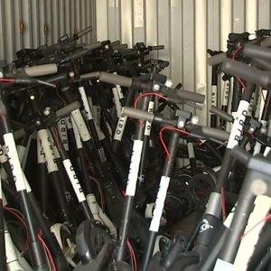 Neapsikentę ėmėsi konfiskuoti paspirtukus – žmonės juos numeta bet kur