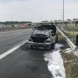 Kaune kelyje visiškai supleškėjo BMW automobilis