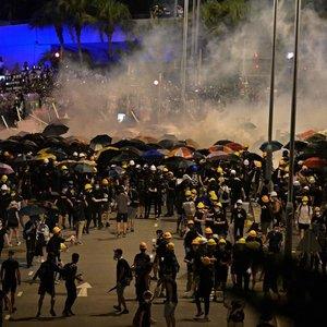 Honkonge vykstantys protestai tampa nebekontroliuojami: sužeista daugybė žmonių