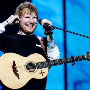 Sheeranas kraunasi turtus: koncertas Rygoje uždirbo krūvą pinigų