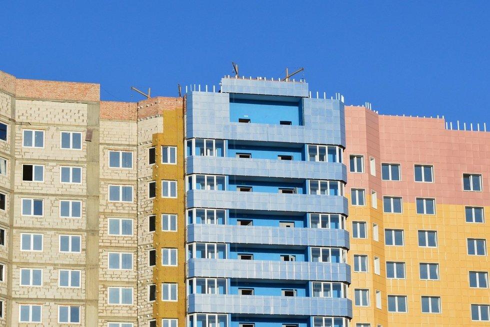 Daugiaaukštis namas (asociatyvi nuotr. pixabay.com)